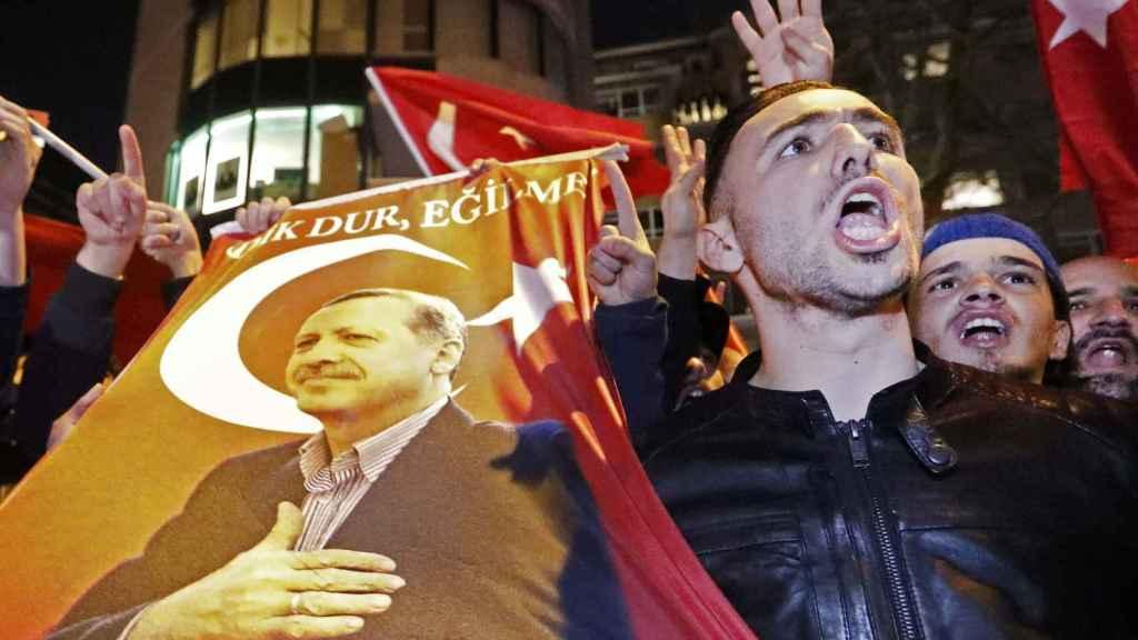 Uno de los participantes en las manifestaciones.
