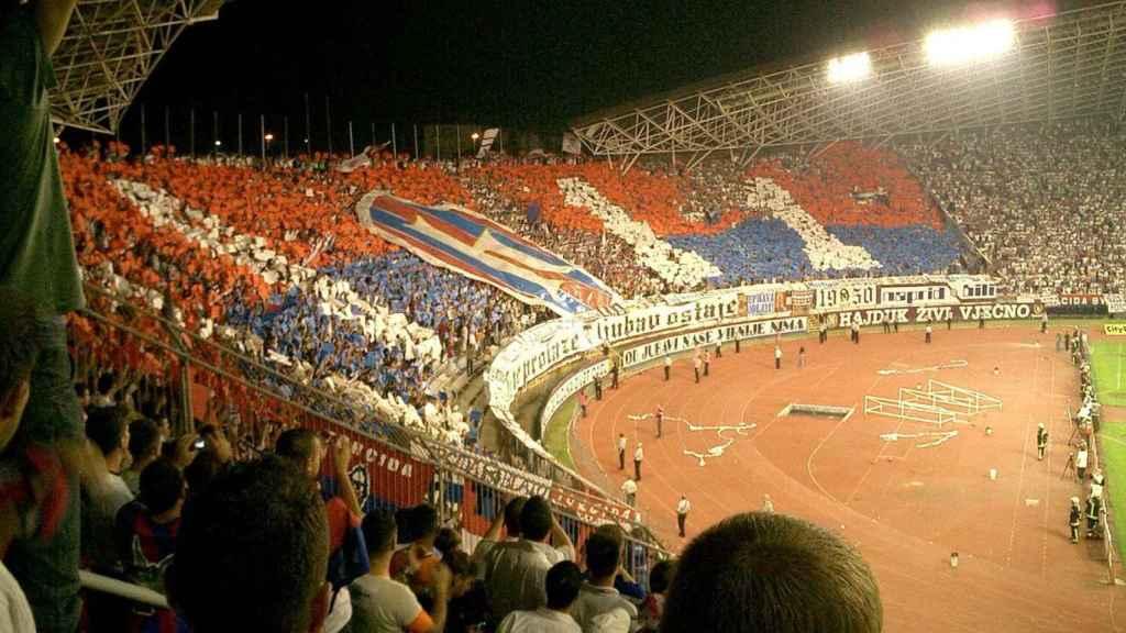 Imagen del fondo norte del estadio Poljud de Split, donde se ubica la Torcida Split.