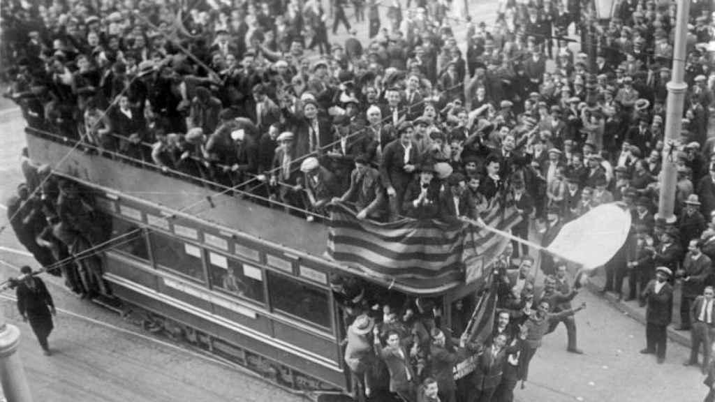 Tranvía en Barcelona, 14 de abril de 1931.