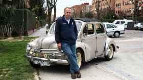 Enrique Marín y su Renault 4/4 descapotable.