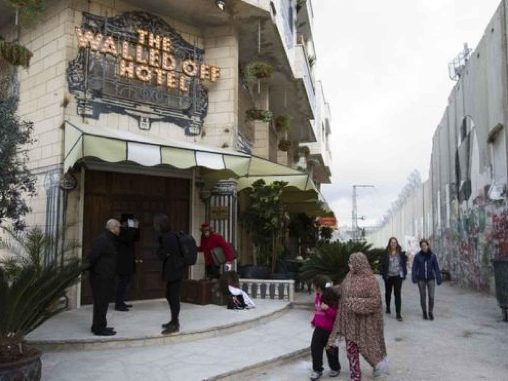 Banksy crea el hotel con peores vistas del mundo