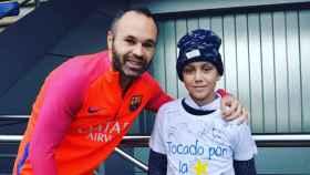 Futbolistas como Andrés Iniesta ha apoyado al niño para animar a que la gente done médula.