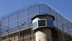 Imagen del preso encaramado al tejado