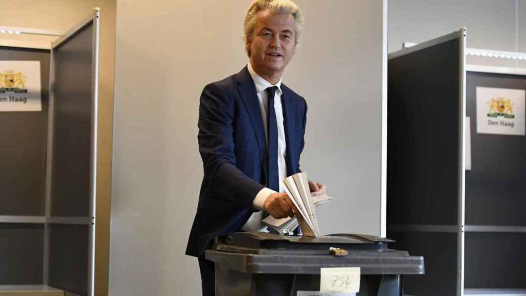 Geert Wilders ha votado en La Haya. / Reuters