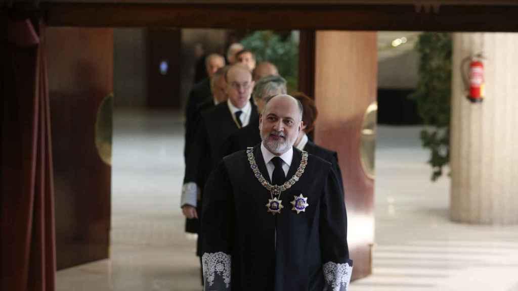 El presidente del Tribunal Constitucional, Francisco Pérez de los Cobos, a su llegada al acto de toma de posesión de los cuatro nuevos magistrados del TC