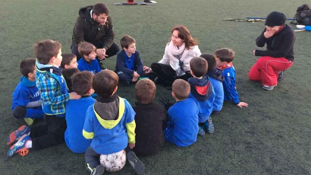 Los chavales aprenden los valores de respeto y confianza en el fútbol