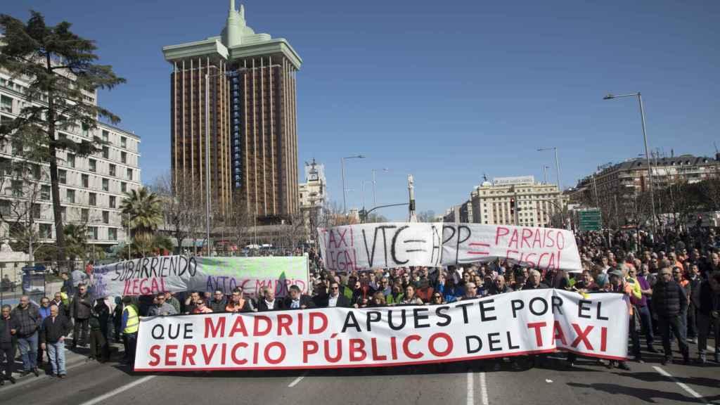 Cabecera de la manifestación de los taxistas en Madrid