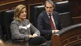 La ministra de Empleo, Fátima Báñez, y el ministro de Fomento, Íñigo de la Serna, el jueves en el Congreso.