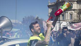Los taxistas salen a las calles de Madrid para exigir al Ayuntamiento que frene a Uber y Cabify