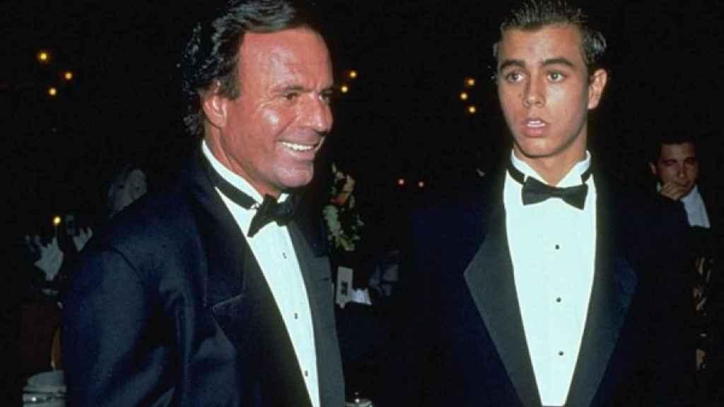 Julio Iglesias con su hijo Enrique.