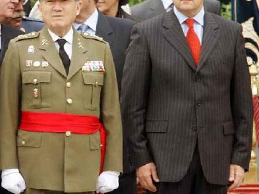Felix Sanz Roldan y Alberto Saiz en la toma de posesión del Jefe de la Guardia Civil en 2006.