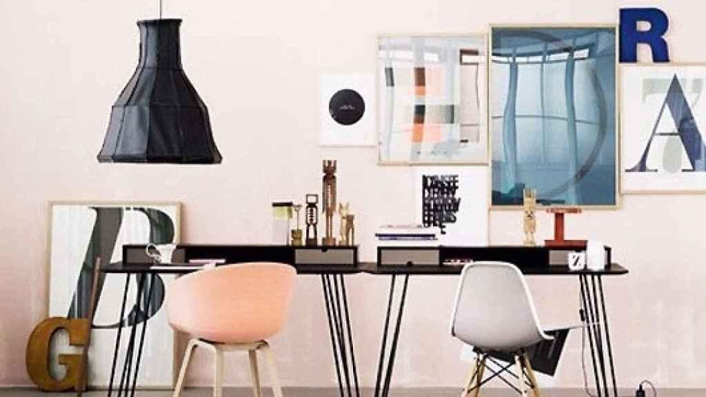 El rosa combina a la perfección con el gris y muebles en tonos tierra.   Foto: Jelanie Shop.