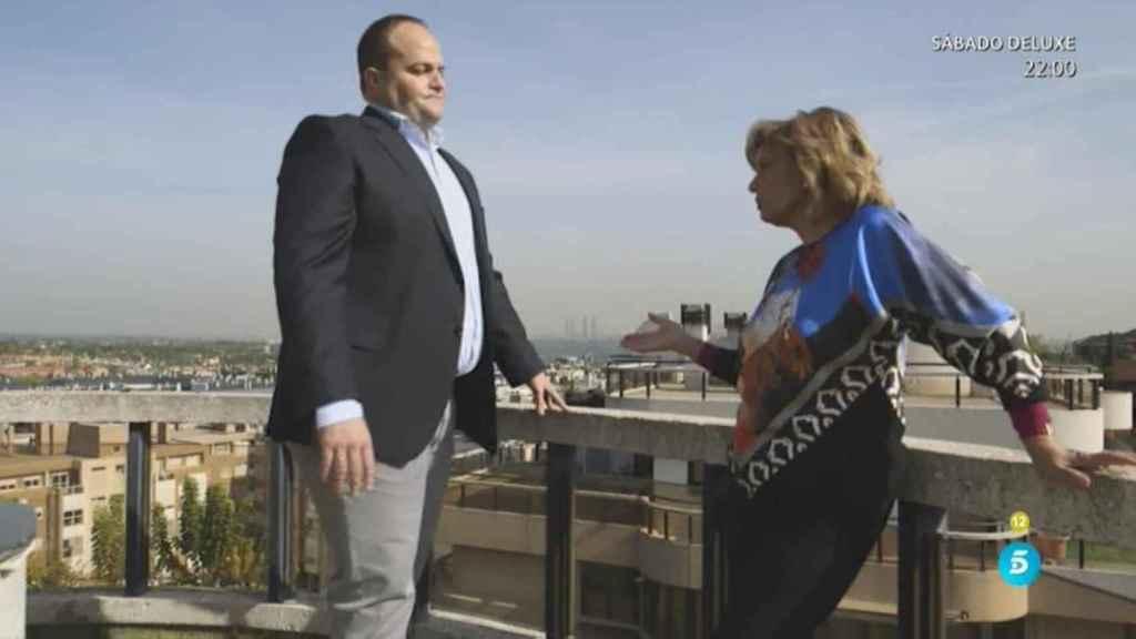 María Teresa Campos con su agente inmobiliario.