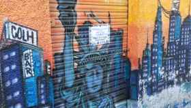 Fachada del bar de Alcorcón donde se produjeron los hechos con el precinto policial.