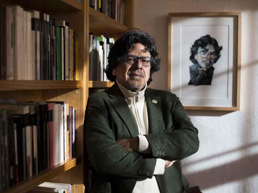 Iwasaki escribe novela y ensayo.
