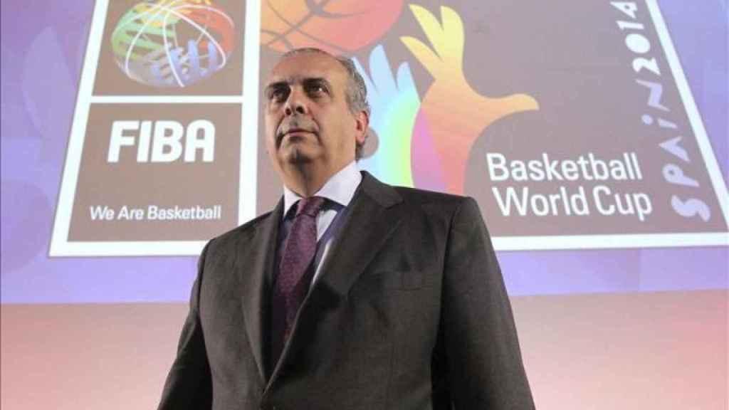 José Luis Sáez, durante una reunión en la FIBA.