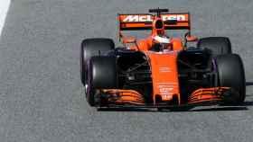 El McLaren naranja rueda en Barcelona.