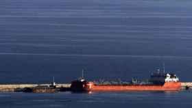 Imagen del mercante ruso protagonista del suceso, atracado en el puerto de Barcelona.