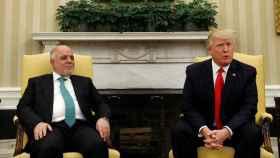 Trump, junto al primer ministro de Irak.