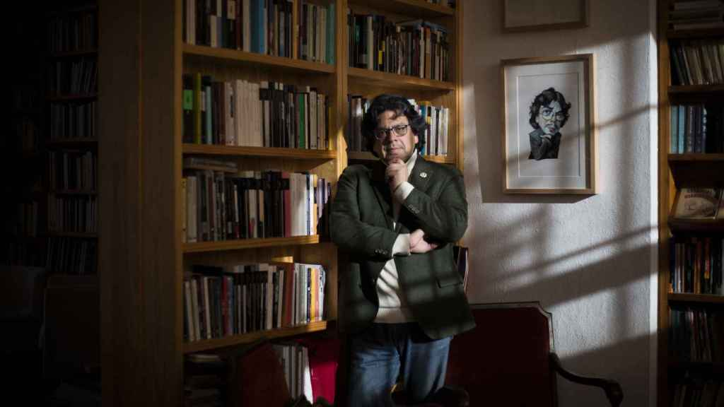 Fernando Iwasaki es escritor, ensayista y narrador.