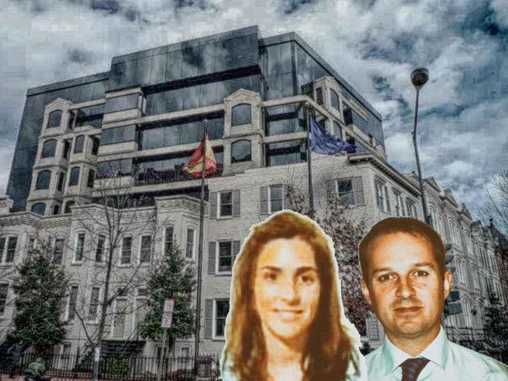Gustavo Frech y su mujer María Pedrosa de Guindos sobre la embajada española de Washington.