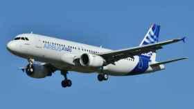 Un Airbus 320 en el aire