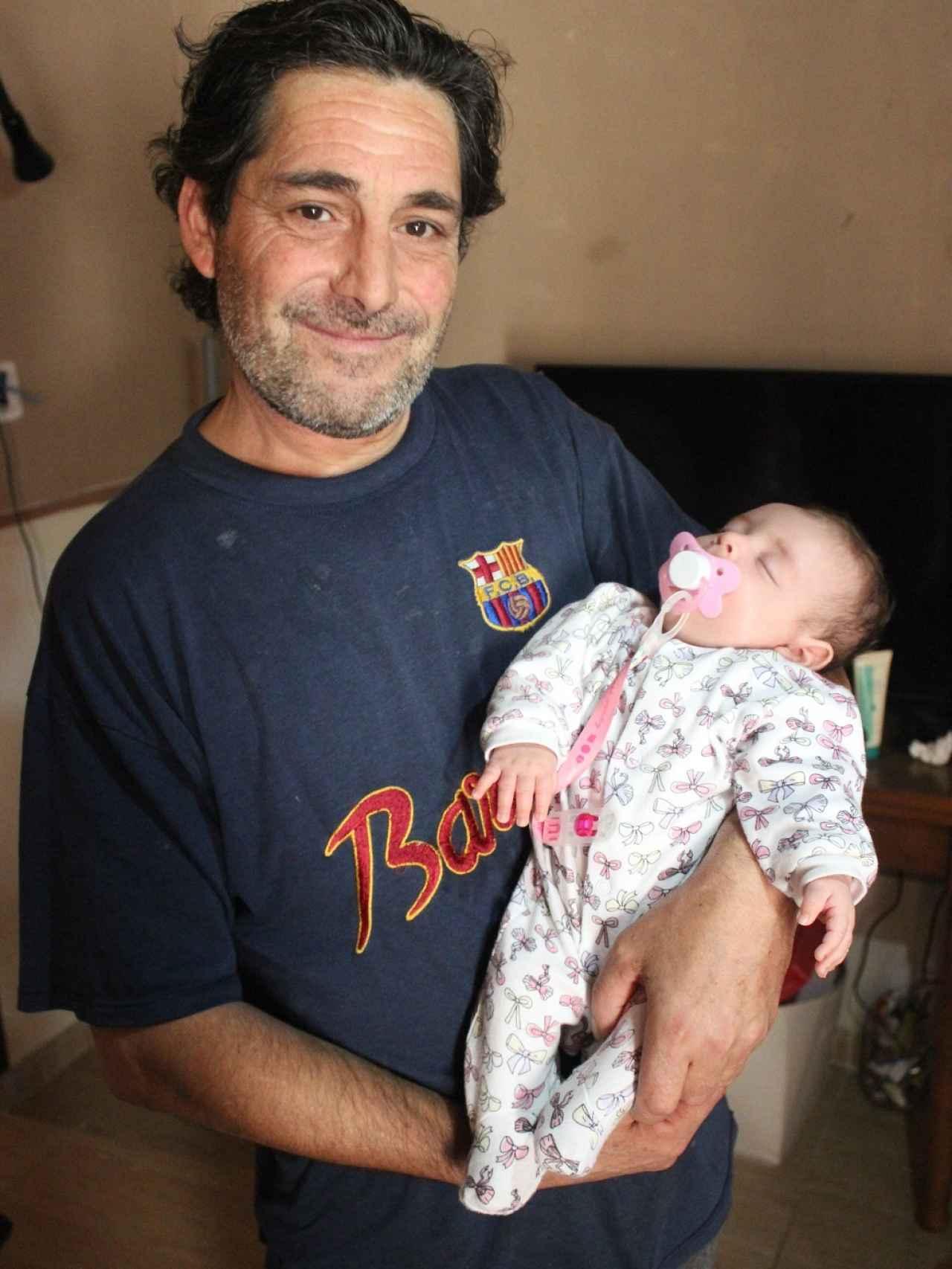 Vicente cree que su hija paula es del Madrid porque en la camiseta del Barça