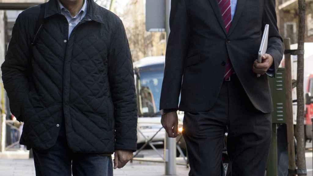 Rodolfo Ares y Óscar López, representantes de Patxi López, a su llegada a la sede del PSOE.