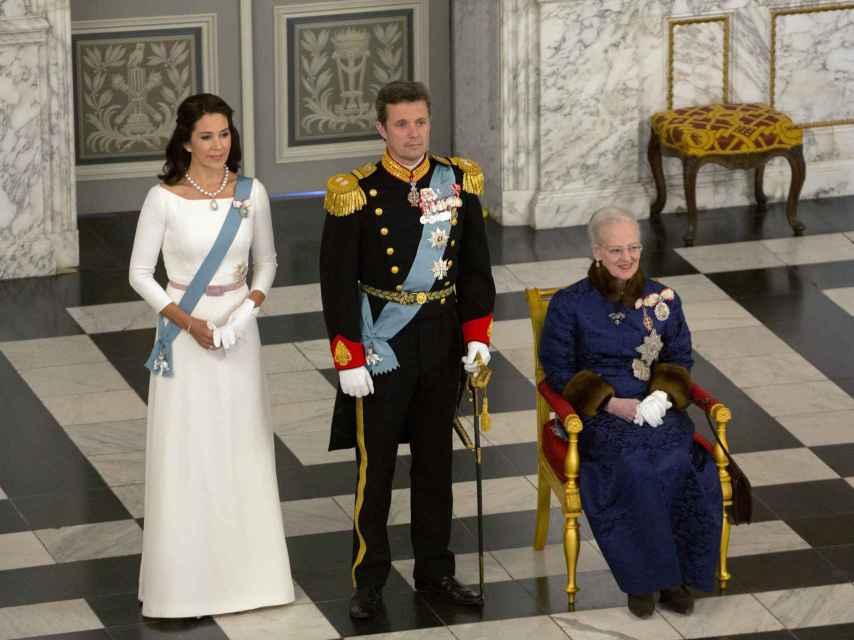 De izda. a dcha.: Mary, Federico y Margarita de Dinamarca.