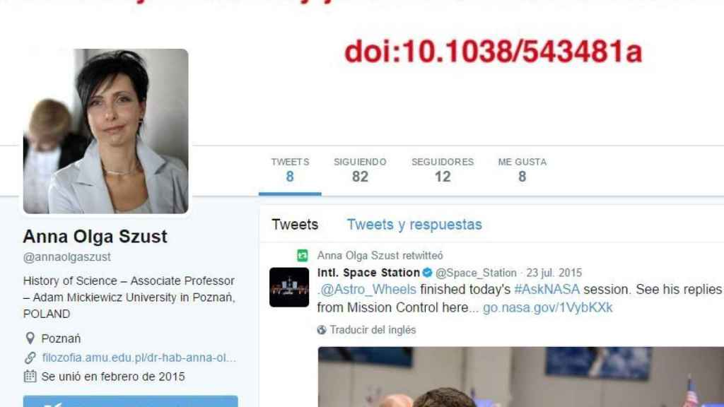 Perfil de Twitter de Szust. En el fondo se admite que todo forma parte de un estudio.