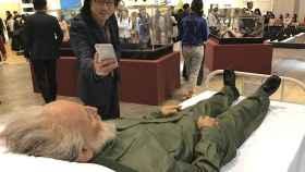 El artista Shen Shaomin ha enterrado a los líderes comunistas en la feria.