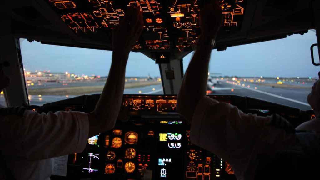 Tanto en la cabina como en las pistas diferentes dispositivos alertan de la presencia de otros vehículos.