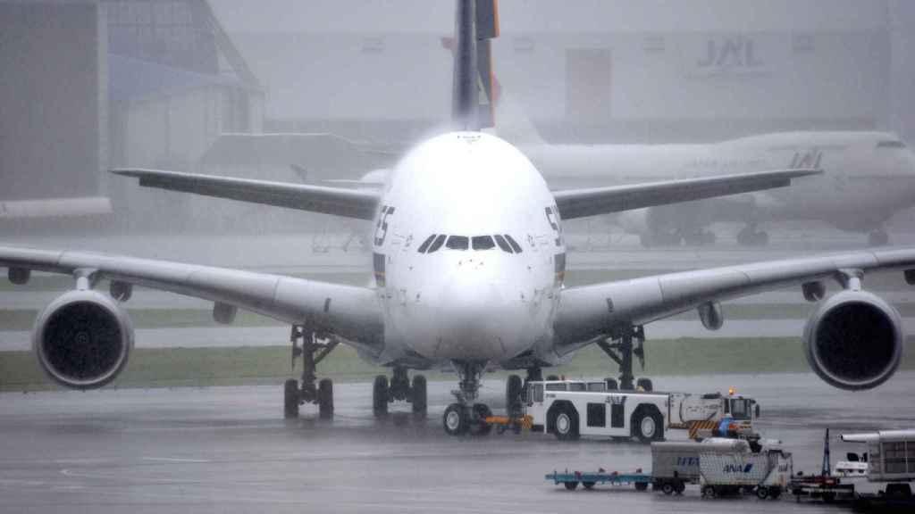 Hoy los aviones son capaces de despegar y aterrizar con niebla sin comprometer la seguridad del vuelo.
