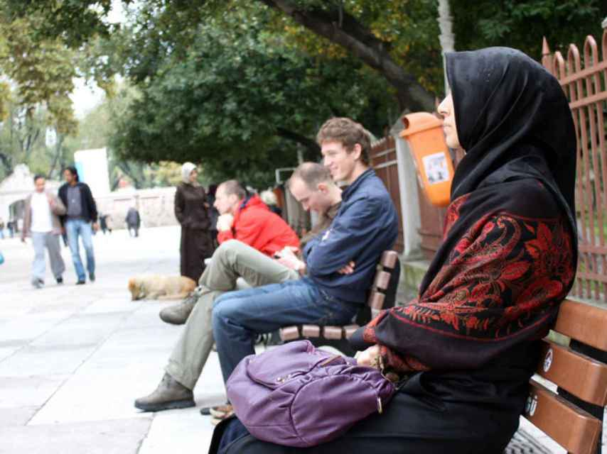El Tribunal de Cuentas acusa a Casa Árabe de marginar a la mujer y no cumplir sus estatutos.
