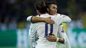Cristiano y Bale se abrazan