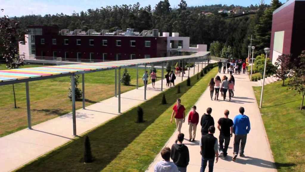 Jardines del colegio coruñés.