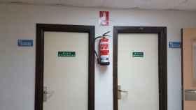 Letreros de los baños de la décima planta del hospital