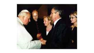 Los padres de Miguel Ángel Blanco con el papa Juan Pablo II en 1997.