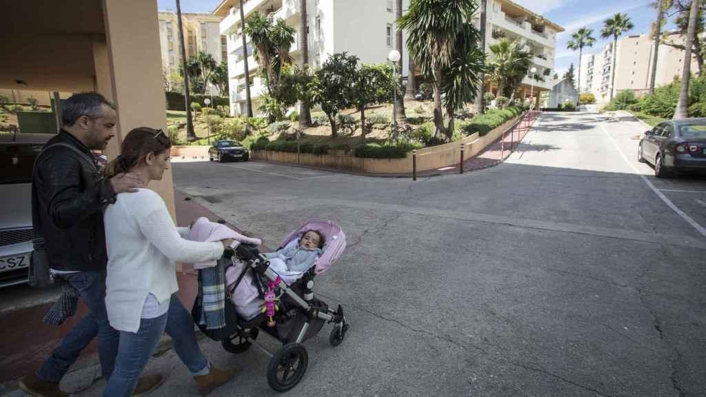 Los padres de Alba llevan tres veces por semana a la niña a un centro de rehabilitación neurocerebral en Jerez de la Frontera (Cádiz).