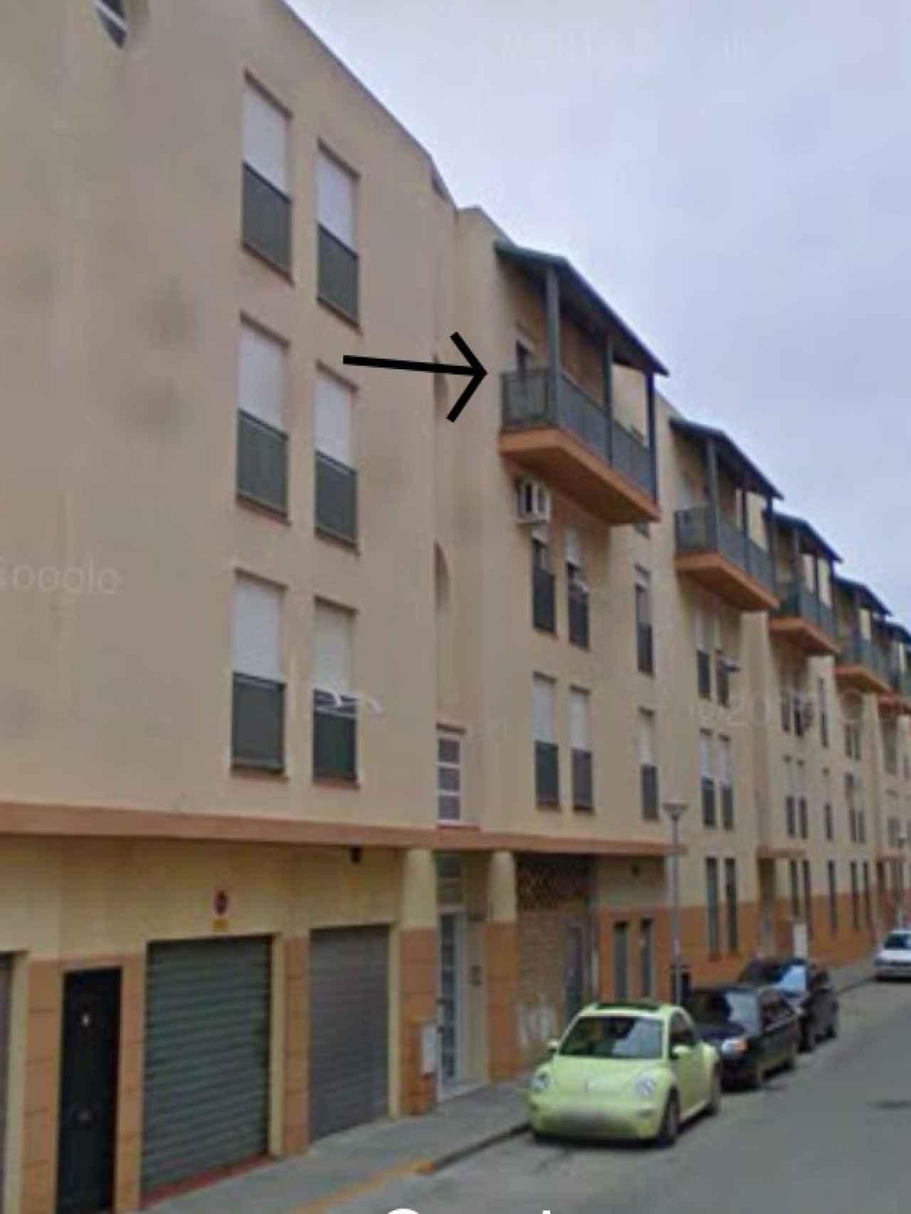 La niña cayó al vacío desde una tercera planta de este edificio en la calle Marisma de Puerto Real (Cádiz).
