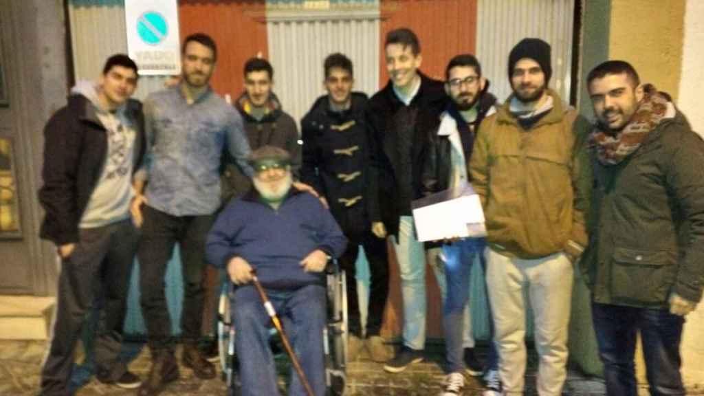 Foto de grupo que los forococheros han compartido en el hilo de la colecta