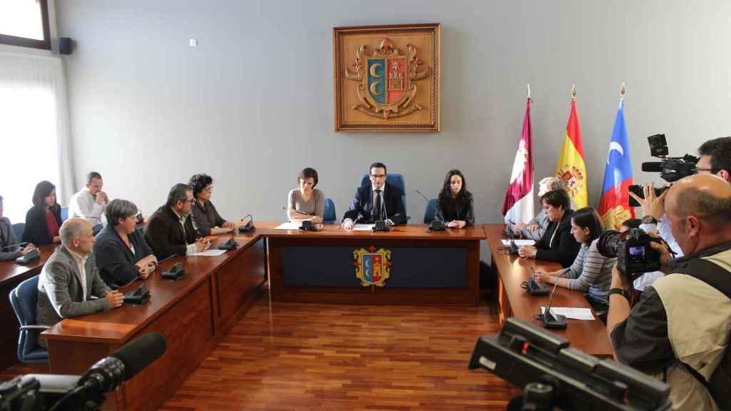 El Ayuntamiento ha convocado un pleno con carácter de urgencia para condenar el triple crimen.
