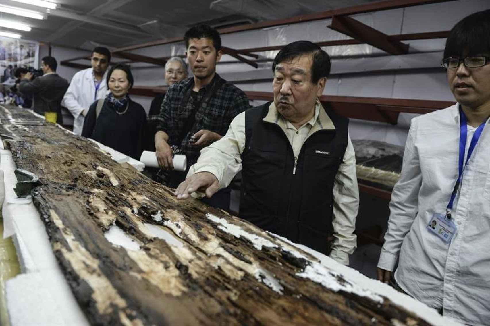 Parte del equipo nipón implicado en la restauración.