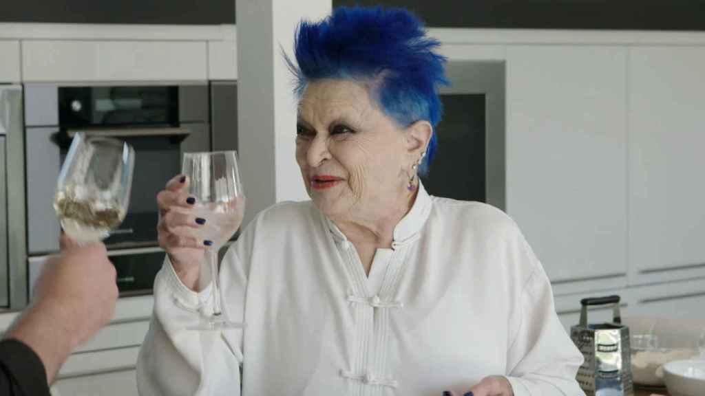 El motivo por el que Lucía Bosé lleva el pelo azul