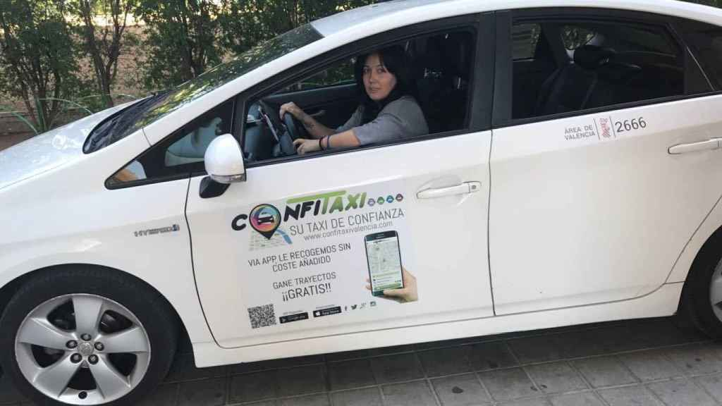 Sonia López es taxista y gestora de la flota de Confitaxi. Esta emisora presta el servicio Taxi Dona: taxis conducidos por mujeres y para mujeres.
