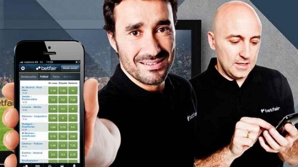 Los periodistas deportivos Juanma Castaño y Julio Maldonado en un anuncio de Betfair.