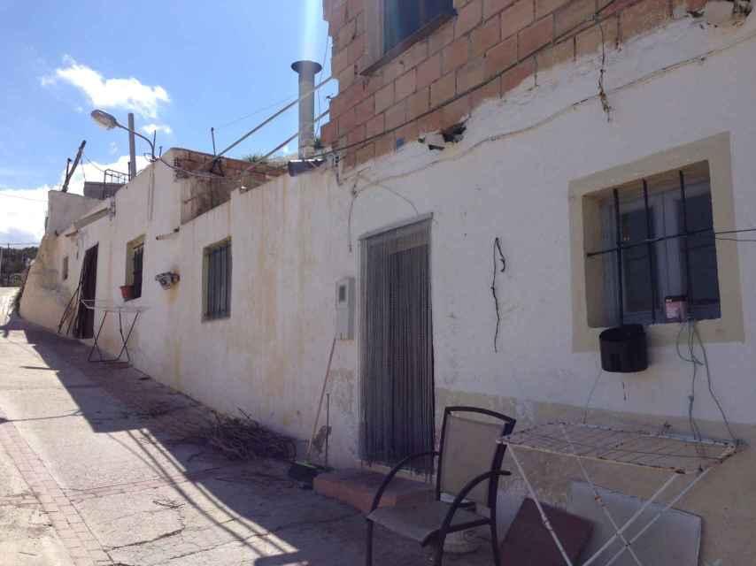 José María Cortés vive en la casa que compró su padre cuando se casó con su cuñada Isabel.