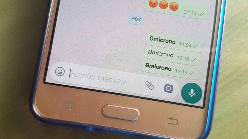 WhatsApp permite poner el texto en negrita, cursiva y tachado.