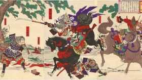 Tomoe Gozen cargando contra el enemigo, en una xilografía de Yoshu Chikanobu, de 1899.