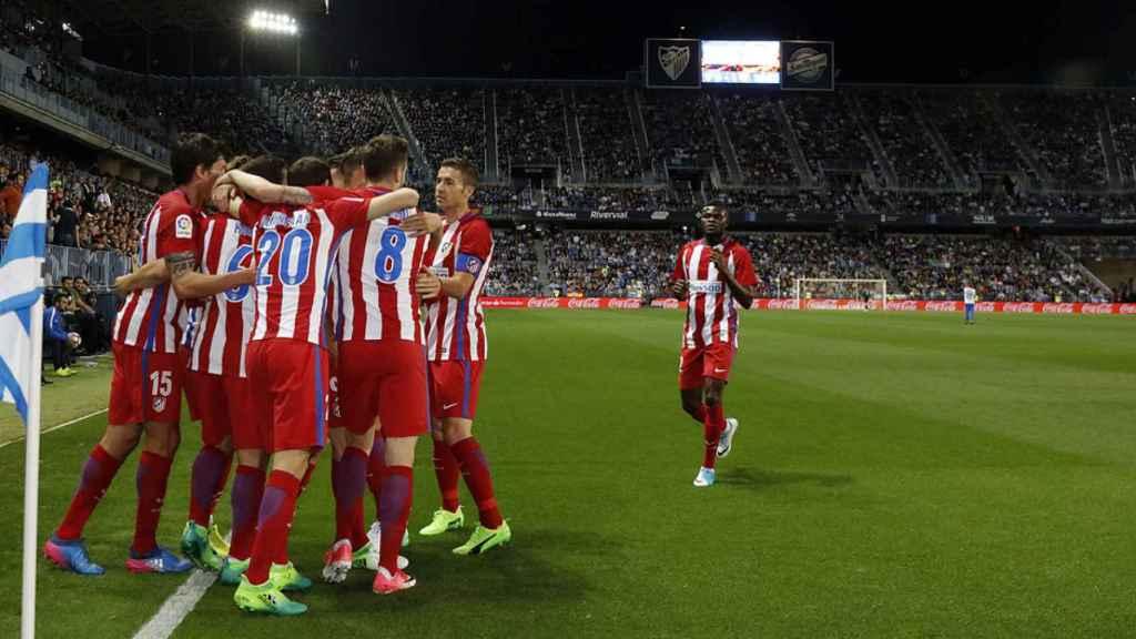 Los jugadores del Atlético de Madrid celebran un gol contra el Málaga.